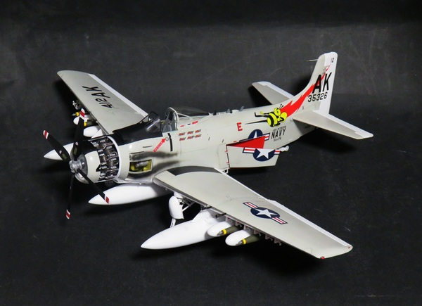 【制作代行】トランぺッター 1/32 A-1H スカイレイダー 完成サムネイル